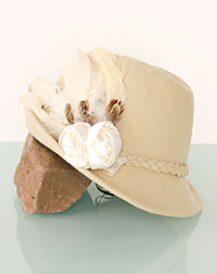 """Rosalie"" hat + feather creme"