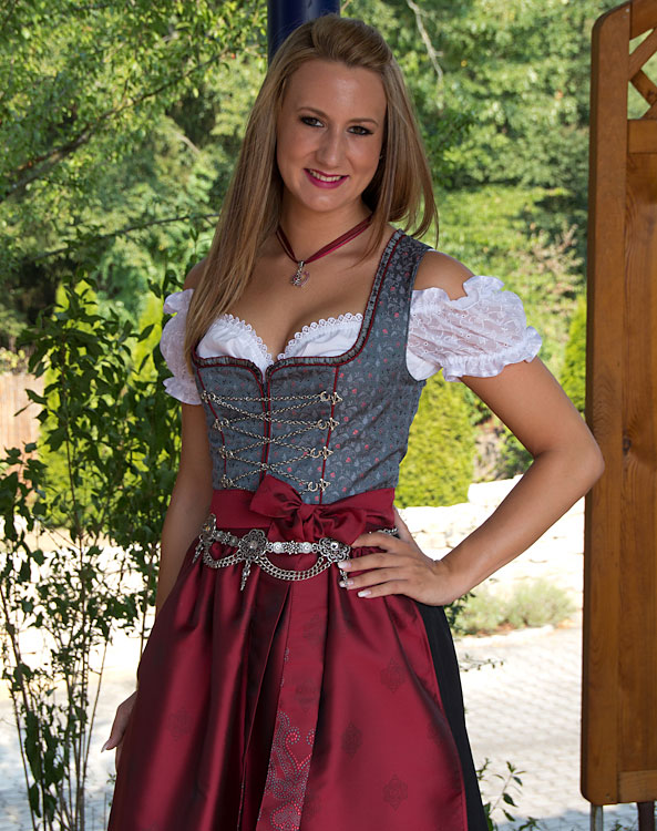 traunreut dirndl mit sch rze. Black Bedroom Furniture Sets. Home Design Ideas