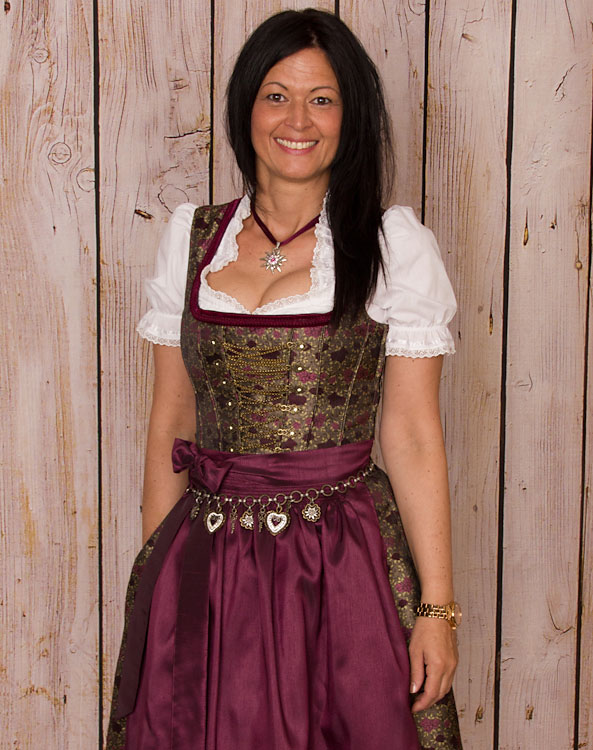 bessenbach dirndl mit sch rze. Black Bedroom Furniture Sets. Home Design Ideas
